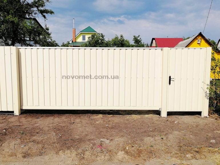 Откатные ворота и калитка с профнастила, размер ворот - 4000(ш)*1750(в)