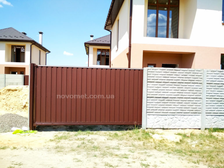 Откатные ворота с профнастила, размер 4000(ш)*2000(в)